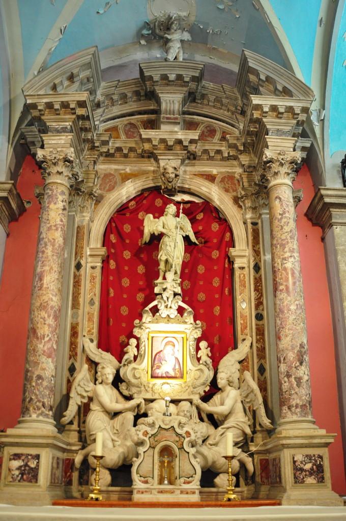 Oltar v cerkvi Marije Tolažnice