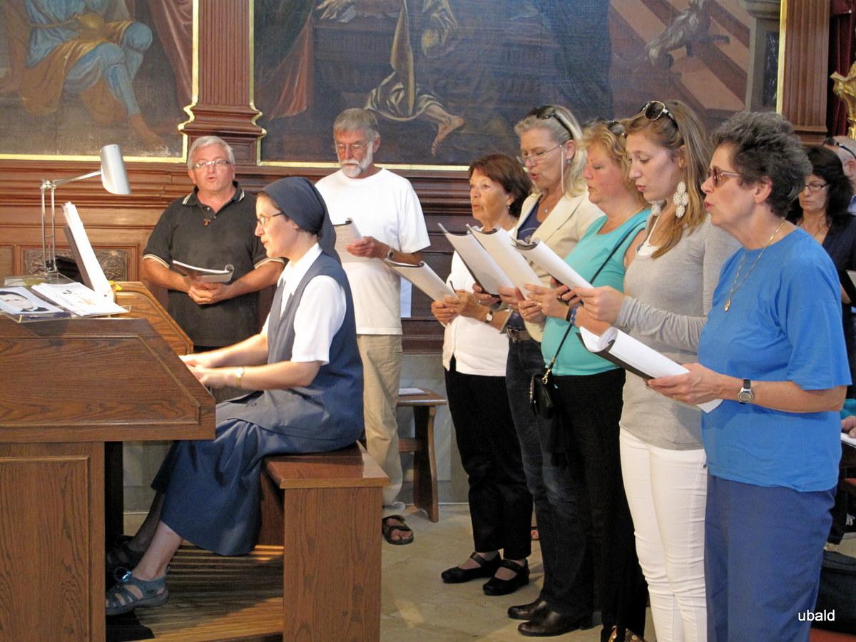 Sodeloval je naš župnijski pevski zbor Georgios